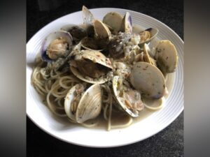 Clams with a garlic wine sauce Meal Kit